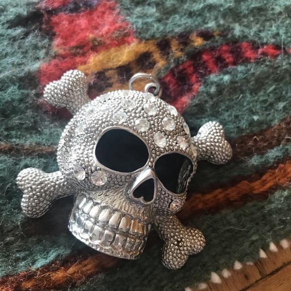 Jewelry - BLING Silver Tone Skull & Crossbones Pendant